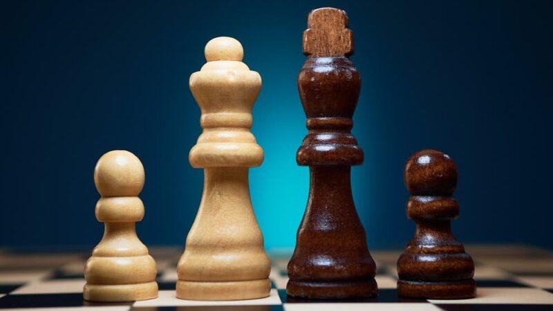 """""""Il bianco minaccia il nero"""": Youtube sospende canale di scacchi"""