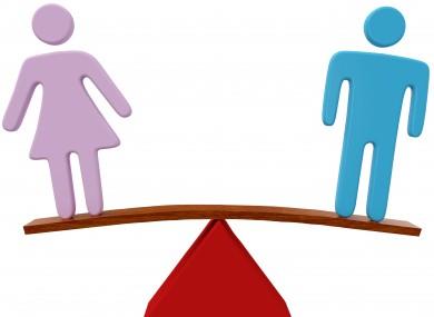 Uomini umiliati dalle donne nella sfida dell'equilibrio