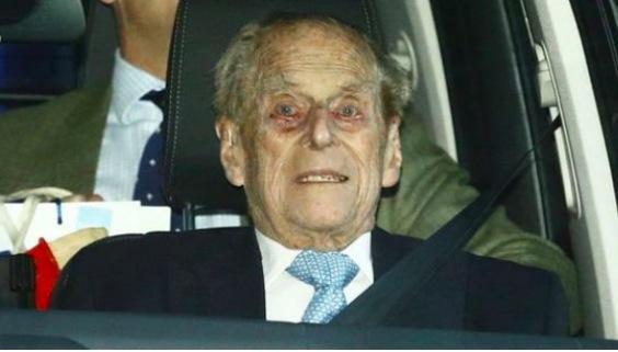 Filippo in ospedale, la regina mantiene la calma